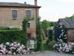 view of the garden Montepulciano with swimming pool and wifi