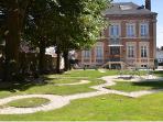 Jardin à la française avec façade de la maison