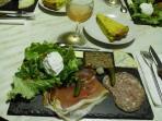 table d'hôtes sur réservation, ici assiette forézienne