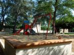 Aire de jeux d'enfants des locations de gites Fontenelle