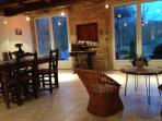 Petit salon donnant sur la terrasses privée et laSaône