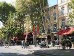 Le Cours Mirabeau et ses terrasses de café