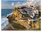 Azenhas do Mar with an atlantic swimming pool and delicious restaurant facing the sea