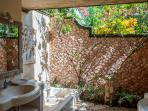 Toraja pavilion 1Fl Ensuite Bathroom