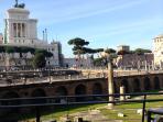 Passaggio dentro i Fori Imperiali con affaccio su Piazza Venezia a soli due minuti dall'appartamento