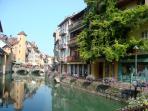 Le canal du Thiou, à 2 mn