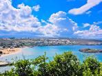 Vista dall' alto della spiaggia di Kalathas, distante solo 1Km