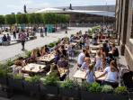 Granary Square outdoor dining- 2 mins walk from the apartment
