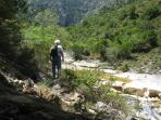 Trekking longwise Lepidas stream