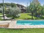 Vista del giardino e piscina