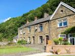 THE OLD SCHOOL, cosy cottage, courtyard, family accommodation, in Pontneddfechan
