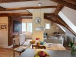 offene Küche und Wohn-Essbereich