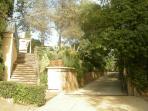 Escalera y rampa de entrada