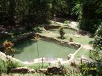 Piscinas sobre minas de águas termais