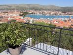 Terrace overlooking the whole city, the sea, the mountains and the natural garden