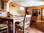 cucina attrezzata con soggiorno
