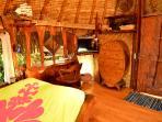 lit et bureau , ambiance bois exotics