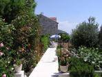 Luxurios 4-star apartment- garden and terrace.