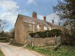 PRIORS END COTTAGE, stone-built, en-suite, woodburner, romantic retreat, in Claydon, Mollington, Ref 934459