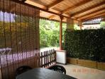 la veranda è fornita di avvolgibili per ripararsi dal sole