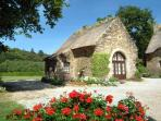 Le Fournil Cottage beneath the blue sky