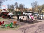 Il parco giochi e la collocazione di casa (didascalia in alto a sinistra)