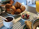 Un petit déjeuner (hors saison uniquement prévoir 9 euros/personne/jour)