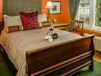 Garry Oak Room/ queen bed
