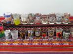 mi colección de vasos, si me traes uno de tu ciudad que yo no tenga, te descuento un día de alquiler
