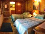 Recámara 4 con 2 camas individuales y baño privado