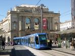 Le tram n°1 près de la place de la Comédie