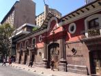 Museo de Santiago o Casa Colorada; elegante residencia colonial.