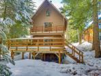 Dog-friendly Mt. Hood chalet w/wood fireplace & deck near Summit Ski Area