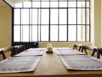 Table à manger pour 6 à 8 personnes dans le salon