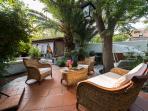 zona relax nel giardino comune