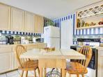 Breakfast bar in kitchen area