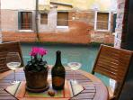 Elegant 2 bedroom with private canalside courtyard