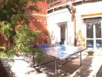 patio esterno camere con tavolo da ping pong