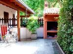 Giardino privato con patio coperto e BBQ