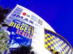 World's biggest screen is just a few mins away!
