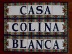 Casa Colina Blanca  looks forward to welcoming you. parece darle la bienvenida.