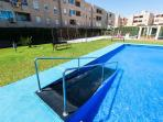Access pool for disabled- Piscina con acceso para discapacitados