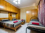 Bedroom with 4 single beds