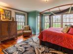 1st level master bedroom, en-suite