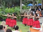 Lovely hula dancers in front of the Hulihe'e Palace.