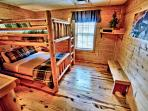 Raccoon room - Queen over queen bunk beds with attached bathroom.