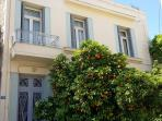 Vivi's Place, located in the hear of Thissio, only minutes walk to Acropolis, Plaka, Monastiraki.