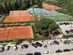 veduta aerea della struttura sportiva di fronte la casa vacanze