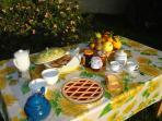 dettaglio colazione in giardino