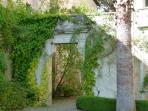 L'entrée dans le parc du château.